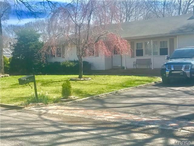18 Laurelton Ave, Selden, NY 11784